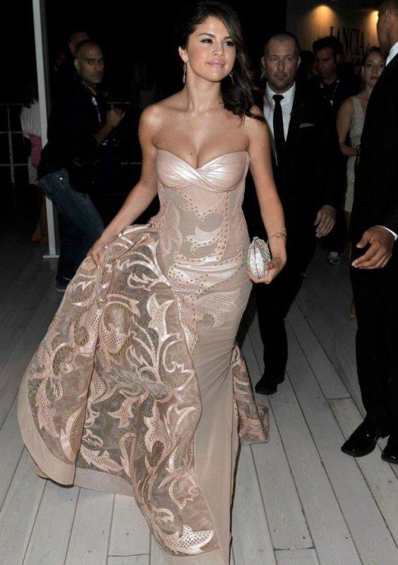 Selena Gomez  pour la présentation de Spring Breakers! :D