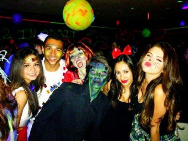 Selena Gomez se déguise en chat pour Halloween! :)