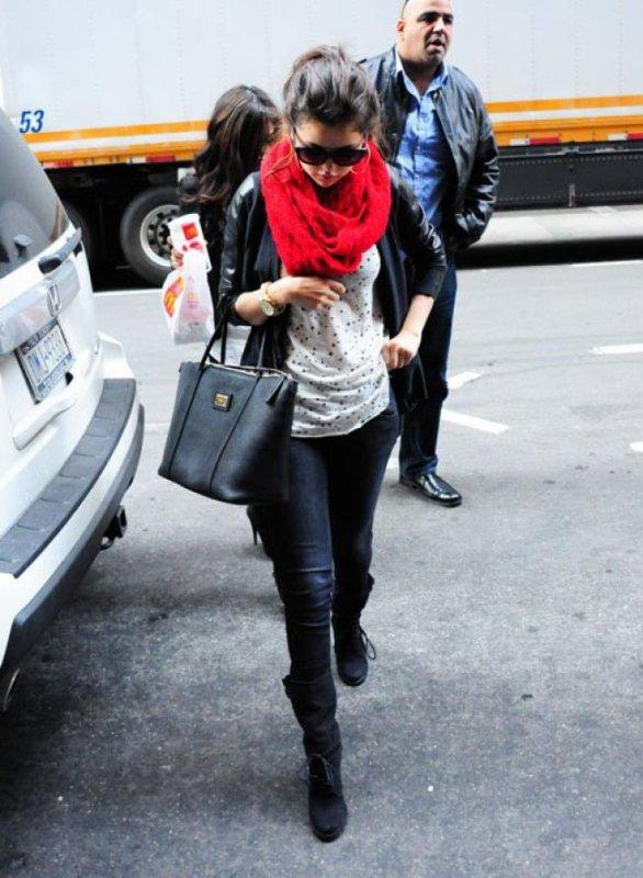 Selena Gomez a la sorti de son hôtel à New York! :D