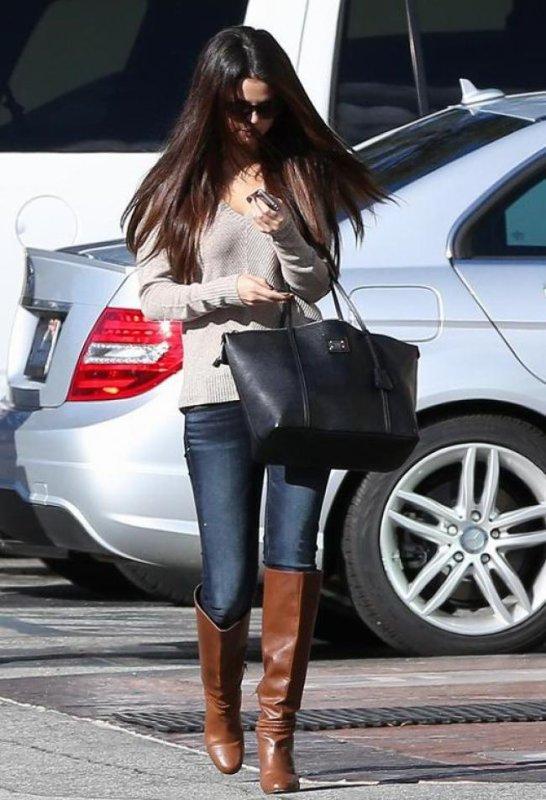 Selena Gomez dans les rues de L.A! :)