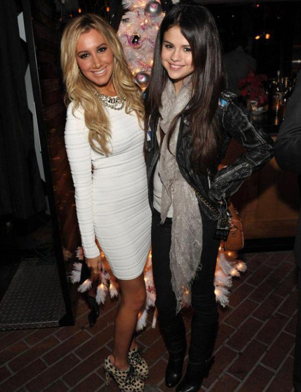 Selena Gomez au «Blondie Girl Party» avec Ashley Tisdale :)