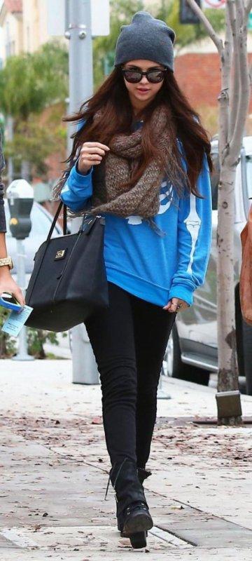Selena Gomez dans les rues de L.A en mode squelette. :)