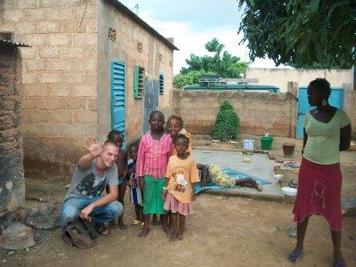 Vive l'accueille chaleureux des petits enfants au pays des hommes intègres
