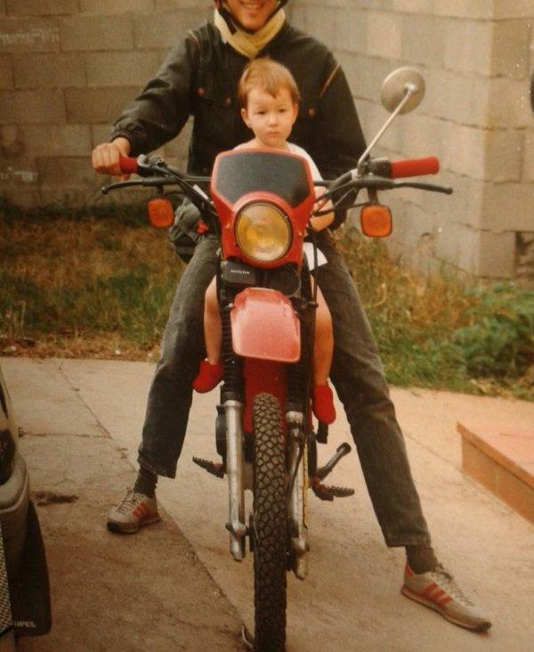 Vous étiez encore au berceau que je faisais déjà rugir ma moto!