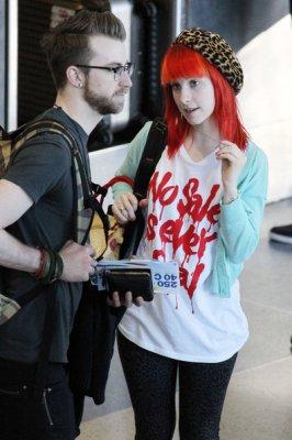 Aéroport + Grammy + Sondage