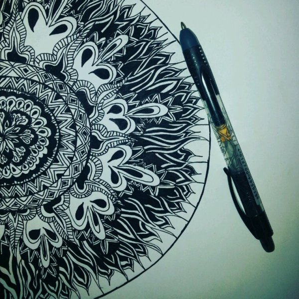 Une manière très libre de dessiner au stylo. #deco #motif #illustration