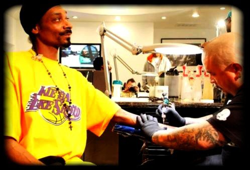 Snoop Dogg se fait Tatoué Nate Dogg !