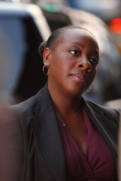 Marianne Jean Baptiste Alias Viviane Johnson.