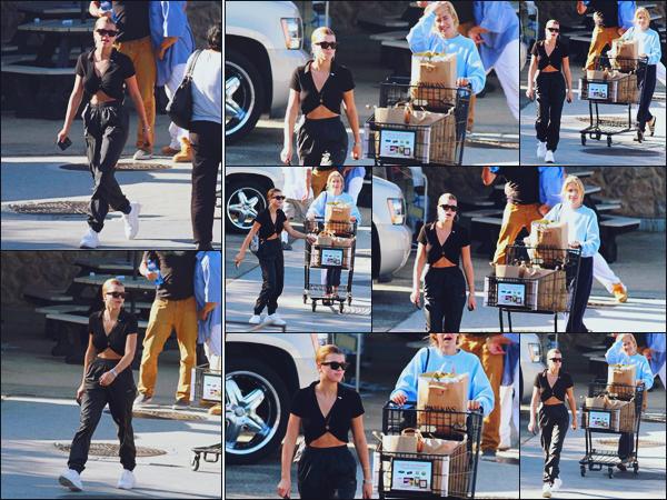 """"""" -21/09/18 •- Miss Sofia Richie est photographiée quittant un supermarché avec une amie à Malibu en Californie.Enfin des news de la belle qui n'était pas sortie depuis presque 10 jours ! Je ne suis pas très fan du haut, mais dans l'ensemble c'est un top pour moi ! ."""