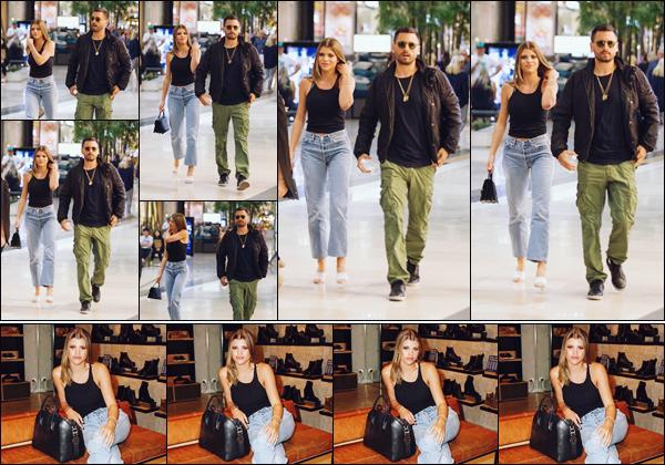 """"""" -01/11/18 •- Sofia Richie et Scott se sont rendus à la boutique « Windsor Smith » dans Melbourne, en Australie !En tant qu'égérie de la marque, la belle Sofia y était afin de présenter la nouvelle collection d'hiver et poser avec quelques fans. Un top pour Miss Richie. ."""