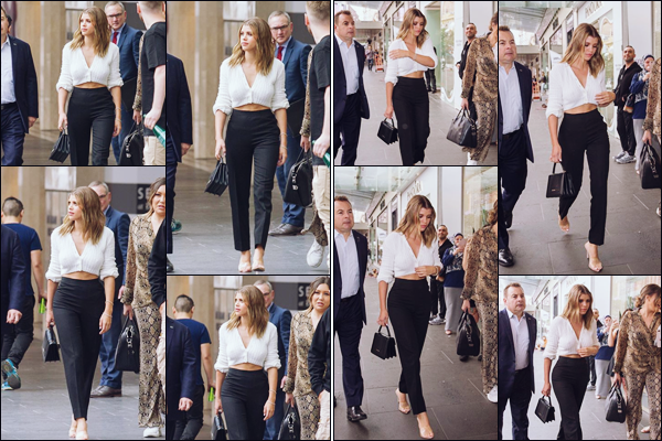""""""" -02/11/18 •- La ravissante Sofia Richie est allée à la boutique : « Windsor Smith » dans Melbourne, en Australie !C'est cette fois ci sans son amoureux que nous retrouvons notre belle mannequin ! J'adore sa tenue, une fois de plus, c'est simple, mais tellement classe. ."""