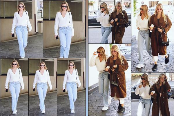 """"""" -28/11/18 •- La ravissante Sofia Richie et son amie se sont baladées dans les rues de Beverly Hills en Californie.Décidément notre mannequin ne s'arrête plus en cette fin de mois, pour notre plus grand plaisir ! Je trouve qu'elle à l'air fatiguée, ou peut être malade ? ."""