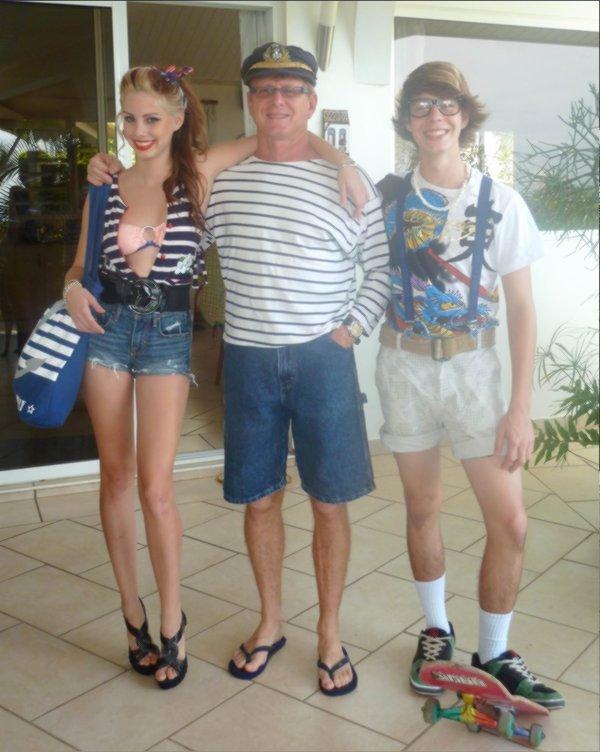Moi, papa et Kim ( mon frère ) en mode déguisés ..