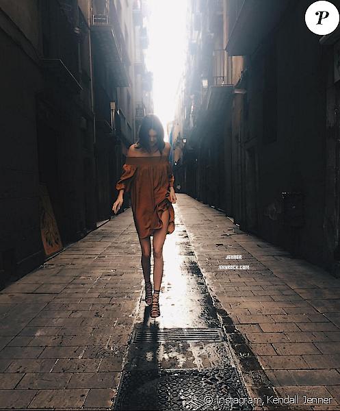 -- LOOK DE LA SEMAINE: Kendall Jenner dans les rues de Barcelonne pour Mango ! Premier clichée  --