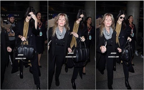 -- 30/01/2016: Kendall Jenner rentre à Los Angeles après avoir défilé pour la Fashion Week. Il se murmure que la jeune femme est rentrée exprès pour Harry Styles. Eh oui, le jeune homme aura 22 ans lundi et cela risque d'être une soirée mémorable. --
