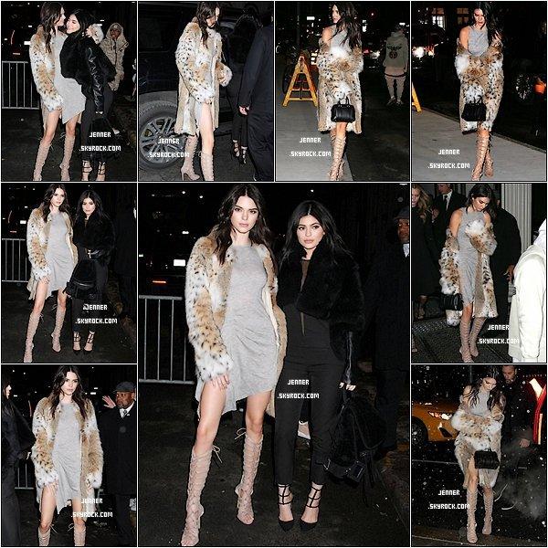 --08/02/2016: Kendall et Kylie Jenner fêtent la sortie de la nouvelle collection de 'Kendall + Kylie' à New York. Je les trouvent toute belle toute les deux, plus particulièrement Kendall elle est sublime, son manteau ses chaussures sa robe tout, pour moi c'est un TOP. Vos Avis? --