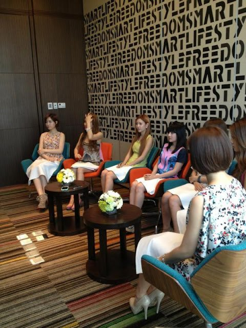 Photos de T-ara en pleine interview, en Thaïlande