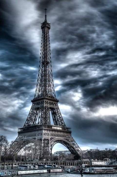 LA  PLUS  BELLE  DE  PARIS  .......