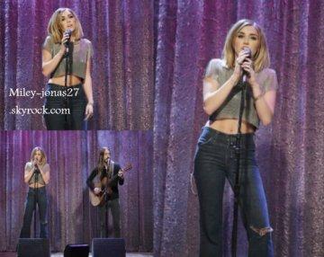 Le 15 février 2012: Miley cyrus en live