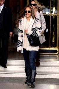 LEONA LEWIS QUITTANT SON HOTEL @ PARIS