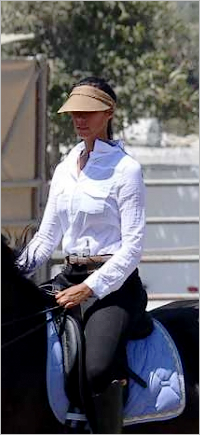 LEONA LEWIS : EQUITATION @ LOS ANGELES