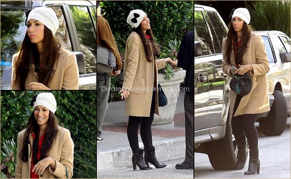 LEONA LEWIS DEVANT UN HOTEL @ LOS ANGELES (CA)