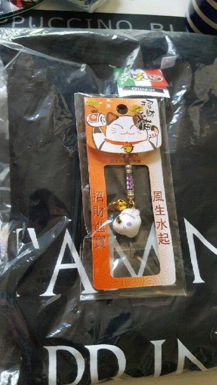Arriver chez mois hier a 24h00 mes souvenir de la japan expo et les cadeaux surprise pour ma maman de la japan expo