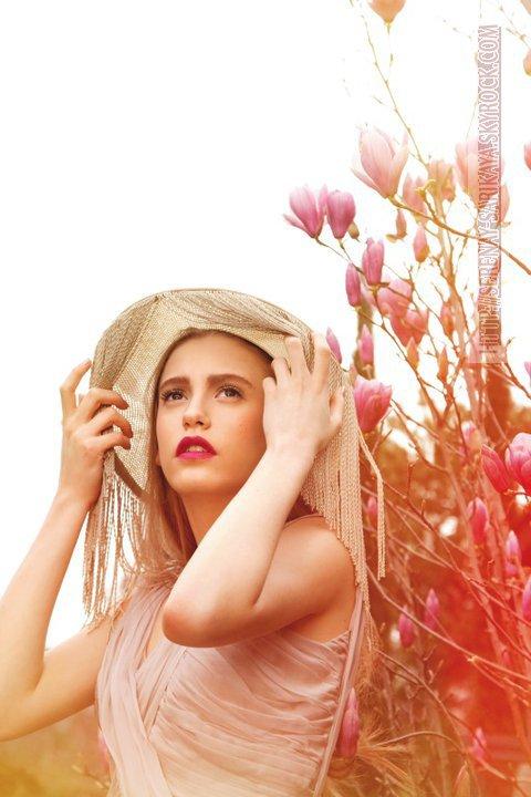 Serenay et toutes l'ART du modèle feminin pour photos