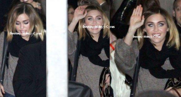 Miley a chanté avec au JIMMY KIMMEL LIVE,et,a ete prise en photo en sortant de l'emission ce 15.02.12.Vous remarquerez dailleurs,sa magnifique coupe :3