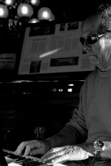 MUSICIENS SUITE : au piano : JEAN PIERRE