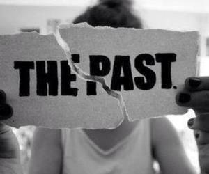 ▲ Se pencher sur son passé, C'est risqué de tombé dans l'oubli.  ▼