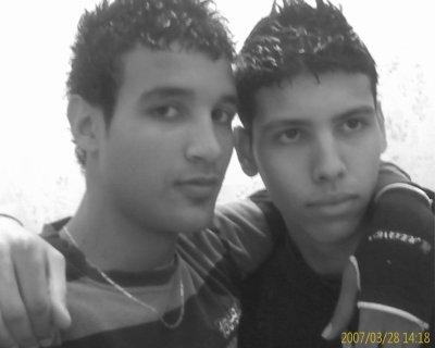 moi et mon frère ishak . qui est le plus beau !!!!!!!!!!!!!!!!!!!!