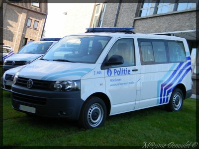 volkwagen transporter de police