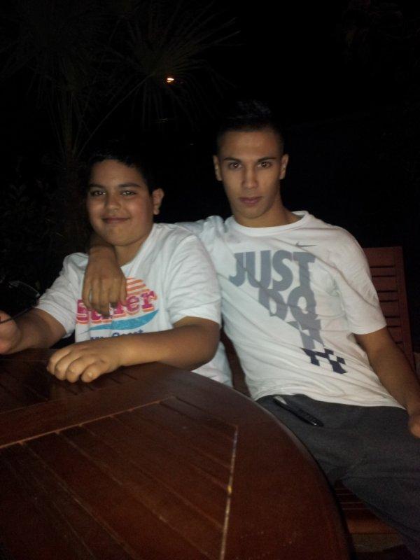 Moi et mon frère.