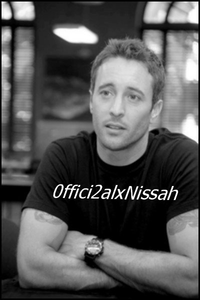 ↓ ALEX O'LOUGHLiN ♥