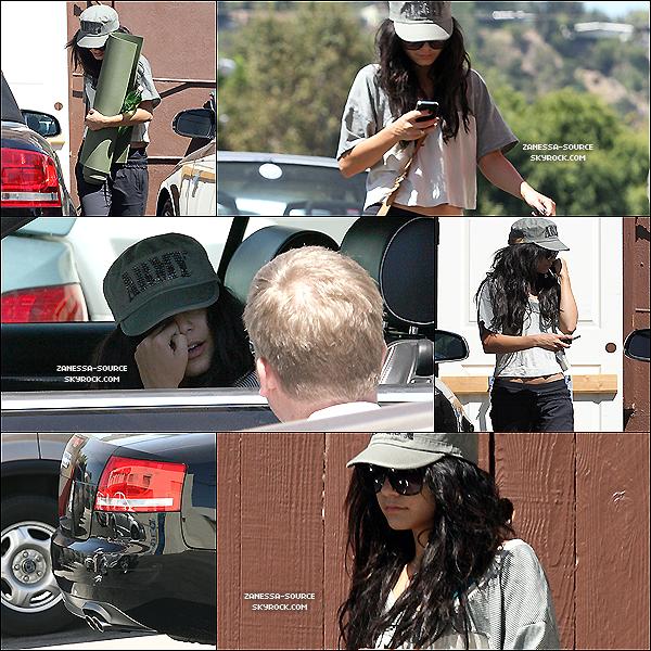31/08/10:            Vanessa a été faire quelques courses au supermarché à L.A.      01/09/10:            Vanessa sortant  de son yoga & constatant -ENCORE- un accident de voiture.