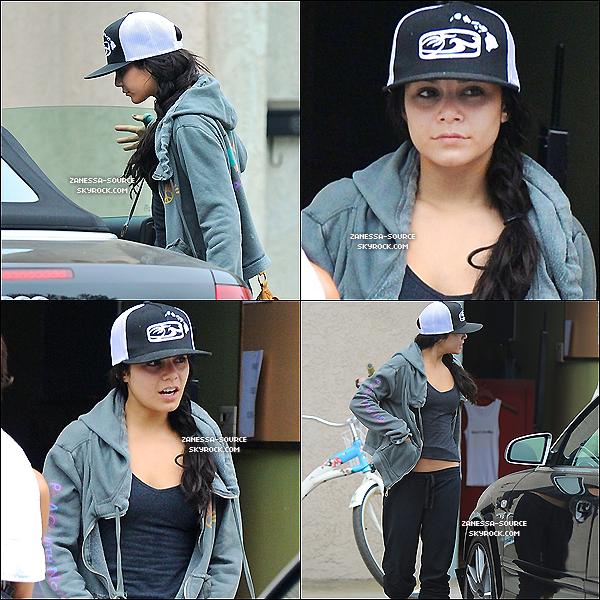 07/09/10:            Vanessa a été vu quittant son cours de gym à Los Angeles. Puis de nouvelles photos de Zac pour le magazine Wonderland.