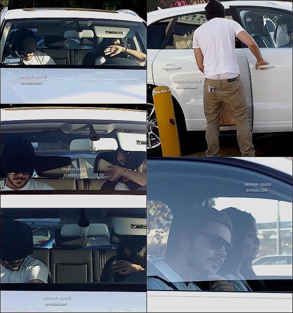 23/09/10:            Zac & Vanessa sortant du magasin Urban Outfitters après avoir été faire un peu de shopping à LA.