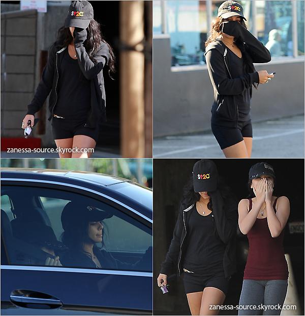 24/12/10:            Vanessa a été vue avec sa soeur Stella quittant une salle de gym dans studio city.