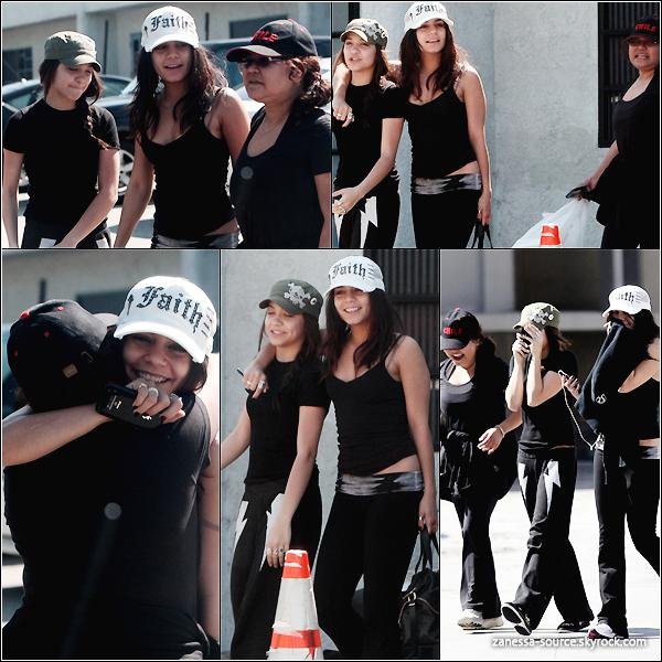 04/03/11:            Le trio Hudgens (Vanessa, Stella & Gina) quittant la salle de gym dans Studio city.