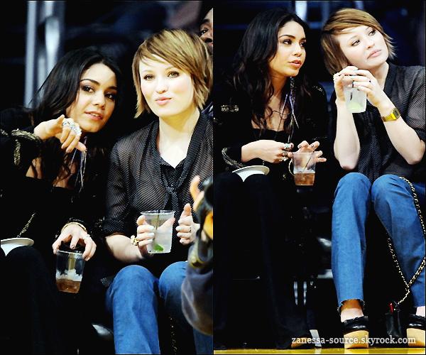 14/03/11:            Vanessa et Emily Browning (co-star dans sucker punch) à un match des Lakers à LA.