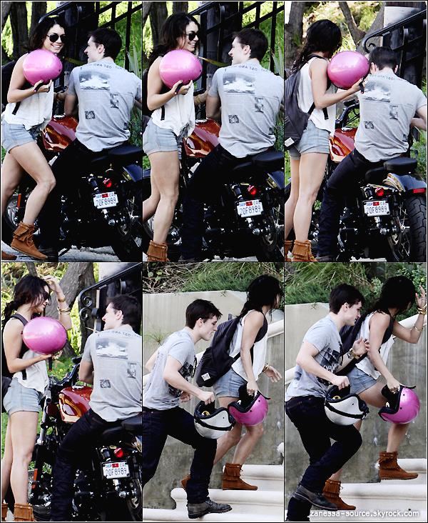 15/03/11:            Vanessa revenant d'un tour de moto avec Josh Hutcherson puis se dirigeant avec lui chez elle.