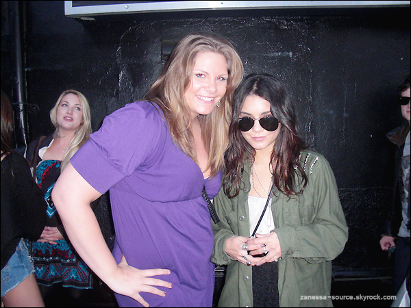 16/03/11:            Vanessa arrivant dans un immeuble pour un rendez-vous d'affaires à Beverly Hills.