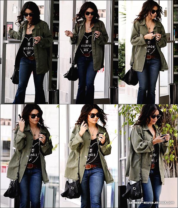 17/03/11:            Vanessa a été vue à une station essence avant de se rendre aux The lot studios à LA.