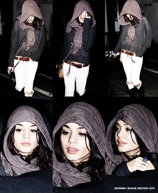 25/03/11:            Vanessa -pas très fraîche- et Laura New quittant la boîte de nuit Trousdale à LA.
