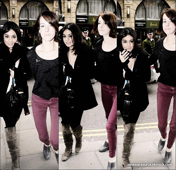 29/03/11:            Vanessa quittant son hôtel accompagnée de Jena Malone à Londres.
