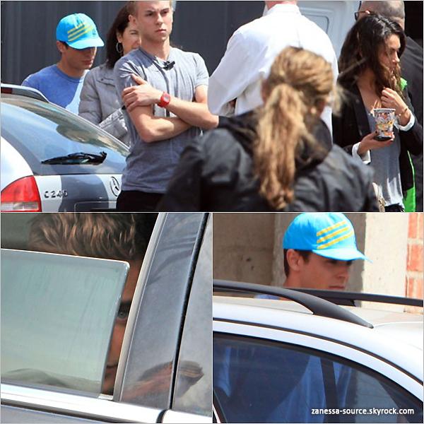 07/04/11:            Zac -entièrement rasé et avec sa casquette bleu- quittant un studio dans LA.