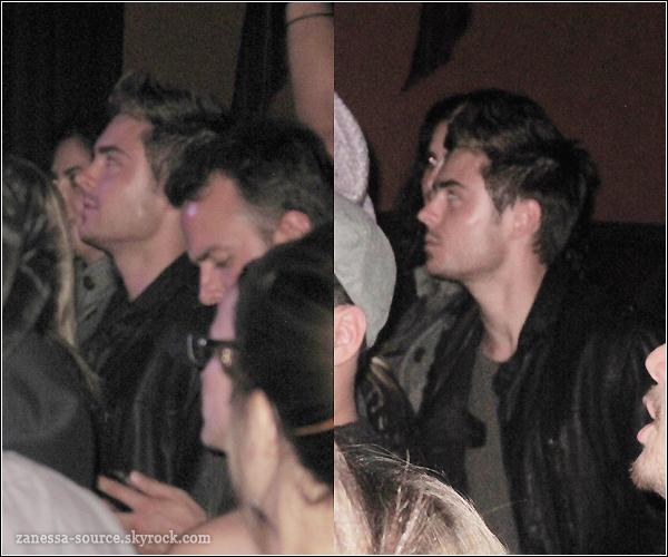 """19/04/11:            Zac était avec des amis à un concert de PLAN B puis quittant le club """"trousdale"""" avec une blonde."""
