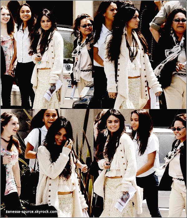 24/04/11:            Vanessa et sa petite famille (sans Greg biensûr) sortant d'une église le jour de pâques.