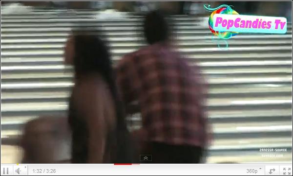 """27/04/11:            Vanessa et son nouveau copain """"Mosh"""" Hutcherson était au bowling Pinz."""